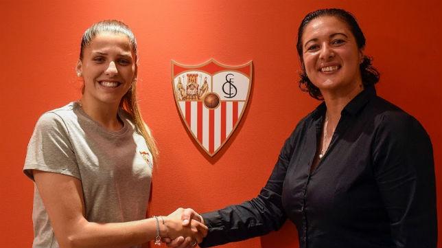 Noelia Ramos, a la izquierda en la foto, llega procedente del Levante. Foto: SFC