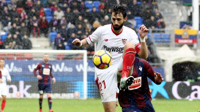 Pareja, durante el Eibar-Sevilla de la 2017-18
