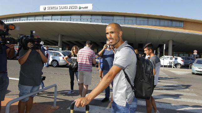 Pizarro, el día de su llegada, es el primero en salir del Sevilla