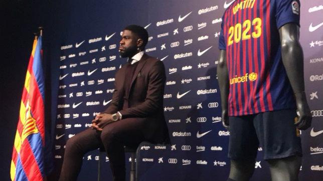 Umtiti, durante el acto con la prensa por su renovación con el FC Barcelona