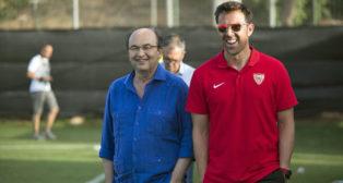 José Castro y Carlos Marchena, con Joaquín Caparrós al fondo, en La Manga (foto: LOF)