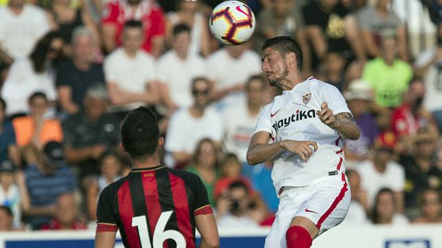 Escudero, en un lance del amistoso entre el Sevilla FC y el Bournemouth (foto: LOF)