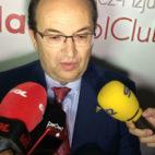 José Castro, atendiendo a los medios de comunicación.