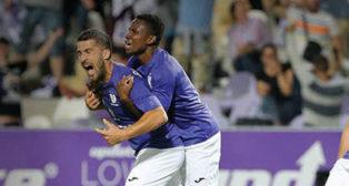Los jugadores del Ujpest celebran el segundo tanto ante el Neftçi (foto: @ujpestfc1885)