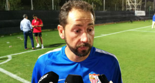 Pablo Machín, en el campo de fútbol de La Manga