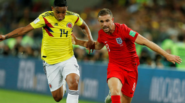 Muriel disputa un balón en el encuentro de octavos del Mundial jugado ante Inglaterra (Foto: Reuters)