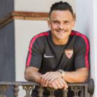 Roque Mesa posa para ABC de Sevilla en el hotel de concentración en Benidorm (Foto: LOF)