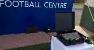 La tecnología de asistencia al arbitraje, en el Bournemouth-Sevilla (Foto: Pascual Méndez. Agencia LOF)