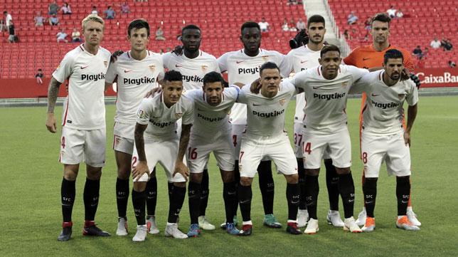 Once del Sevilla en el amistoso Sevilla-Extremadura (foto: Juan Flores)