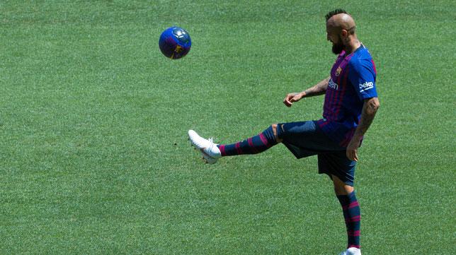 Arturo Vidal, en su presentación como jugador del FC Barcelona (foto: EFE)