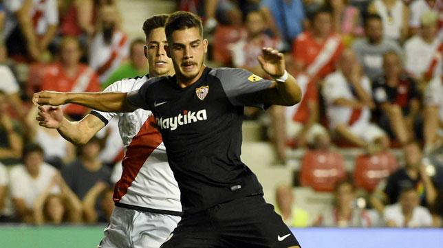 André Silva marcando su tercer tanto en el Rayo-Sevilla (foto: EFE/Fernando Villar)