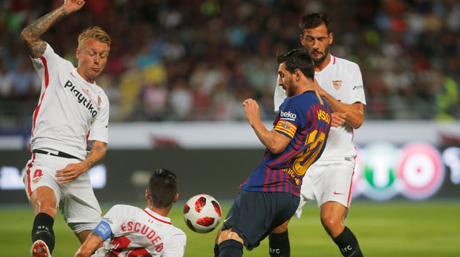 Kjaer, Escudero y Vázquez frenan a Messi (Foto: Reuters).