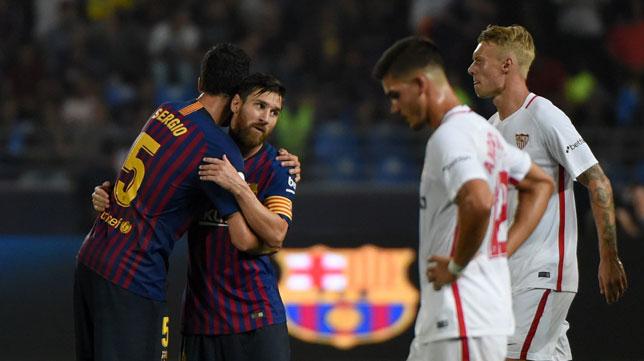 André Silva y Kjaer, decepcionados ante Busquets y Messi (Foto: AFP).