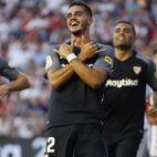 André Silva celebra el segundo gol anotado ante el Rayo Vallecano con Mercado cerca para felicitarle(Foto: EFE)