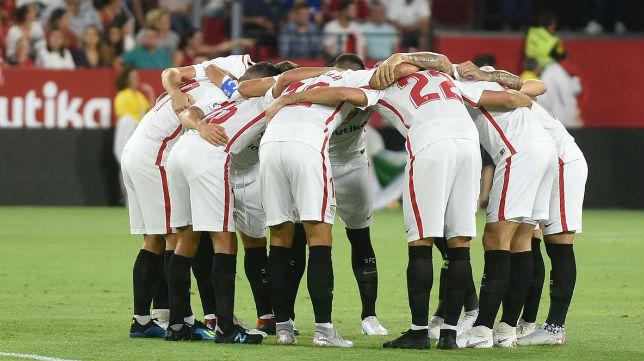 Los jugadores del Sevilla FC se conjuran antes del duelo ante el Sigma Olomouc