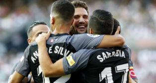 Los jugadores del Sevilla celebran el gol de Franco Vázquez en Vallecas (Foto: EFE)