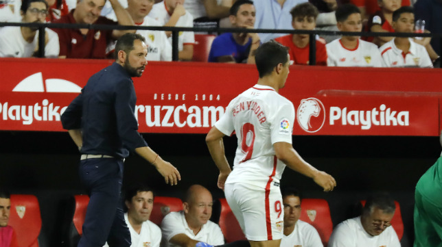 Ben Yedder y Pablo Machín durante el Sevilla-Zalgiris