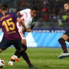 Muriel asiste a Sarabia ante Lenglet y Piqué para el 1-0 en la Supercopa (Foto: Reuters).
