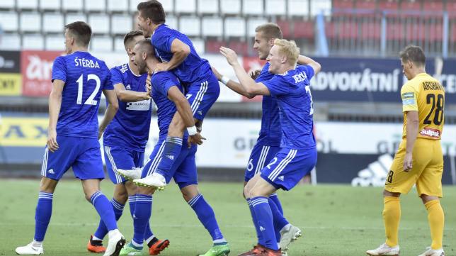 Los jugadores del Sigma Olomouc celebran uno de sus tantos al Almaty en la ida