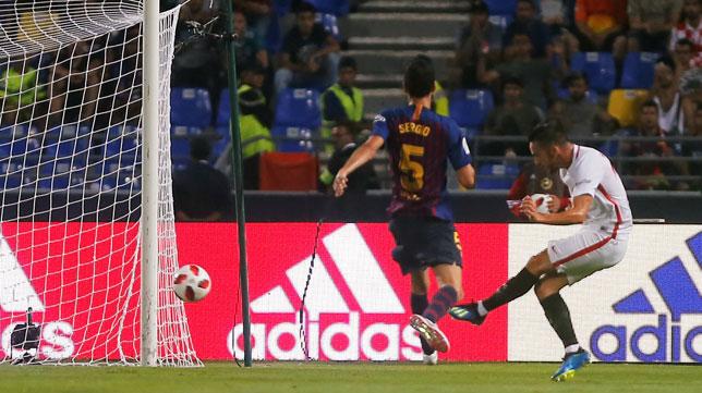 Sarabia anota el 1-0 a favor del Sevilla en la Supercopa ante el Barcelona (Foto: Reuters).