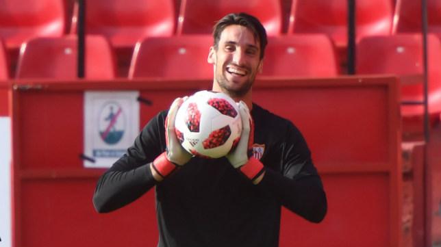 Sergio Rico, en el entrenamiento con el Sevilla. Foto: J. J. Úbeda