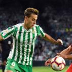 Canales y Franco Vázquez en el Betis-Sevilla (foto: EFE/José Manuel Vidal)