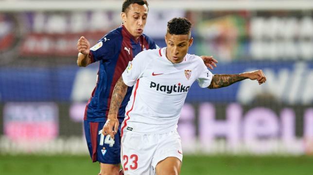 Guilherme Arana, en un lance del Eibar-Sevilla