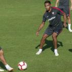 Banega, Roque Mesa y Muriel, en un entrenamiento del Sevilla (J. J. Úbeda)