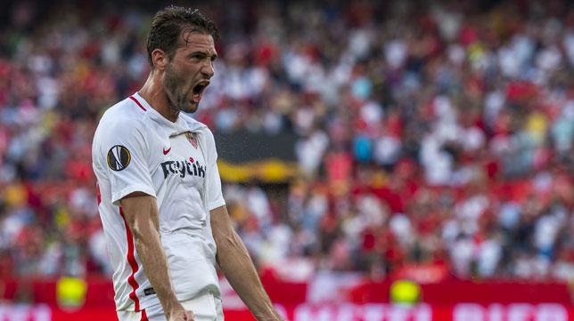 Franco Vázquez celebra su gol ante el Standard de Lieja