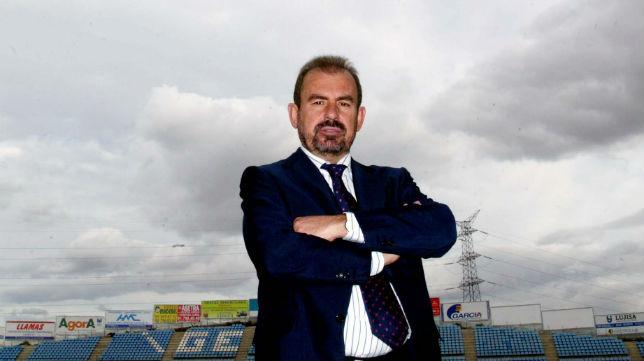 El presidente del Getafe, Ángel Torres, posa en el Coliseum Alfonso Pérez