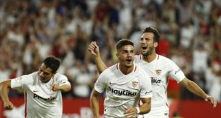 Ben Yedder y Fraco Vázquez, celebran el gol de André Silva que supuso el 1-0 en el Sevilla-Madrid (LaLiga)