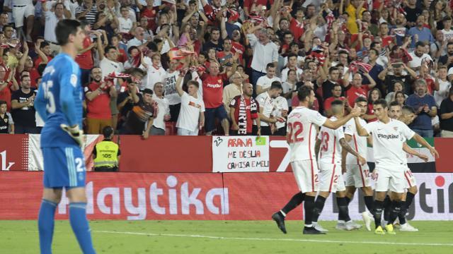 Los jugadores del Sevilla celebran uno de los goles ante el Madrid (LaLiga)