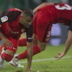 Mercado y Sergi Gómez, durante el Betis-Sevilla (Juan José Úbeda)