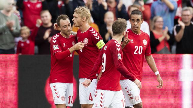 Kjaer celebra uno de los goles de Dinamarca ante Gales (EFE)
