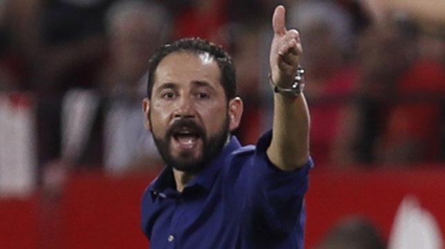 Pablo Machín gesticula en un partido del Sevilla esta temporada