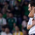Pablo Machín, con gesto de preocupación durante el Betis-Sevilla (AFP)