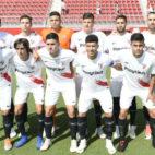 Jugadores del Sevilla Atlético en un encuentro de Segunda 'B'
