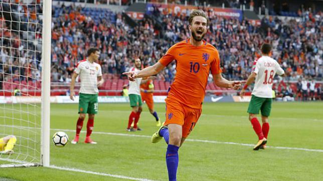 Pröpper celebra un gol con Holanda