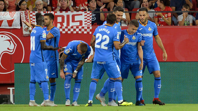 Los jugadores del Getafe celebran uno de los goles de Ángel