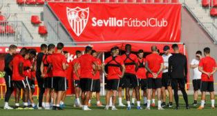 El grupo del Sevilla, en un entrenamiento