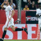 Franco Vázquez celebra su gol en el Sevilla-Standard