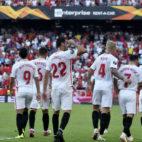Los jugadores del Sevilla celebran uno de los goles ante el Standard Lieja