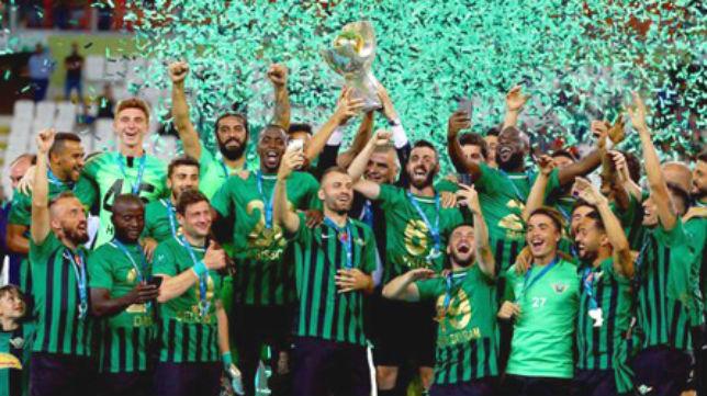 Akhisar campeón de Copa y Supercopa turca