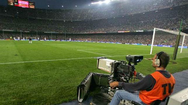 Un operador de cámara en el estadio del Barcelona, el Camp Nou