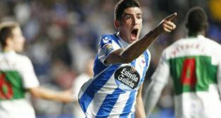 Carlos Fernández celebra uno de sus goles al Elche