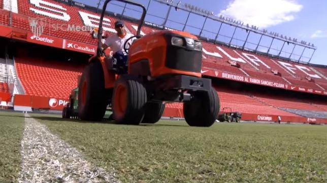 Momento de las tareas sobre el terreno de juego del estadio (SFC)