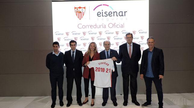 Paco Gallardo, Curro Gomar, María Del Mar Sánchez, José Castro, Eugenio Sánchez Belda y Joaquín Caparrós, en la firma entre el Sevilla y Eisenar