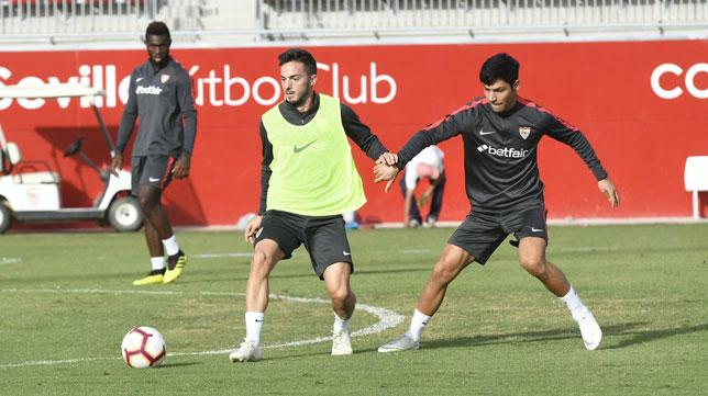 Sarabia y Borja Lasso en el entrenamiento del Sevilla FC de este jueves. Foto: SFC