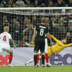 Momento en el que Vaclik encaja uno de los goles del Krasnodar-Sevilla