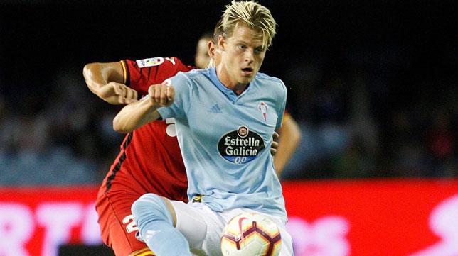 El jugador del Celta Mathias Jensen